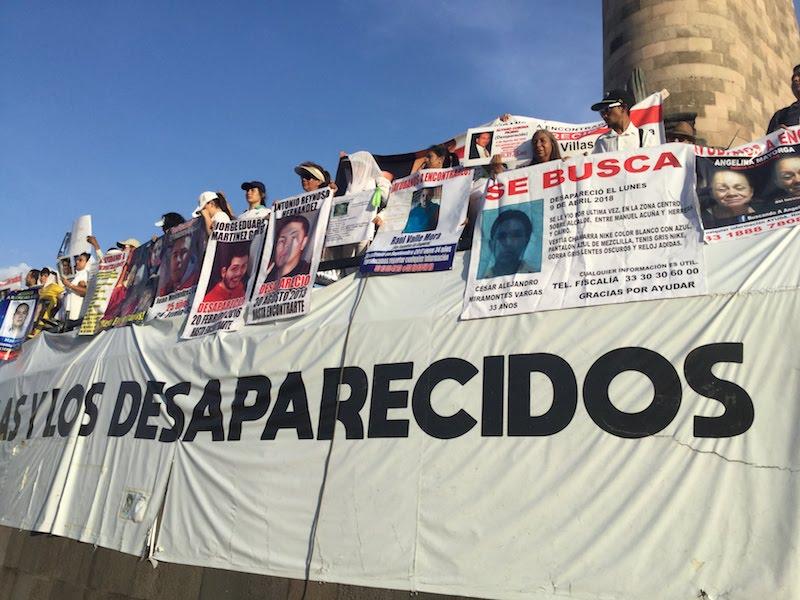 Madres de desaparecidos en la Glorieta de los Niños Héroes en Guadalajara. Foto: Sergio Hernández Márquez