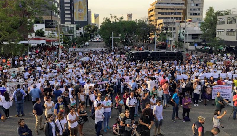 Mitin por desaparecidos en la Glorieta de los Niños Héroes en Guadalajara