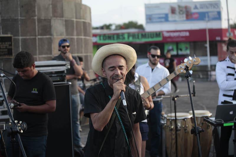 Ruben Albarrán en la Glorieta de los Niños Héroes en Guadalajara. Foto: Luis Fernando Moreno
